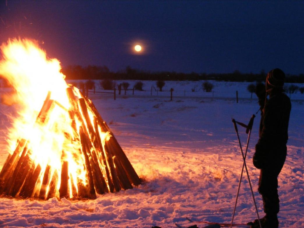 2015_12_moonlight-bonfire-12-31-09.jpg