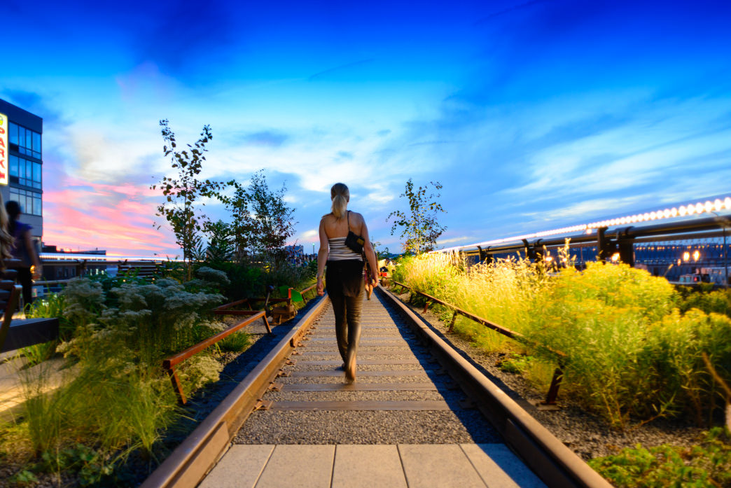 00-20170124 walking-the-high-line-at-sunset